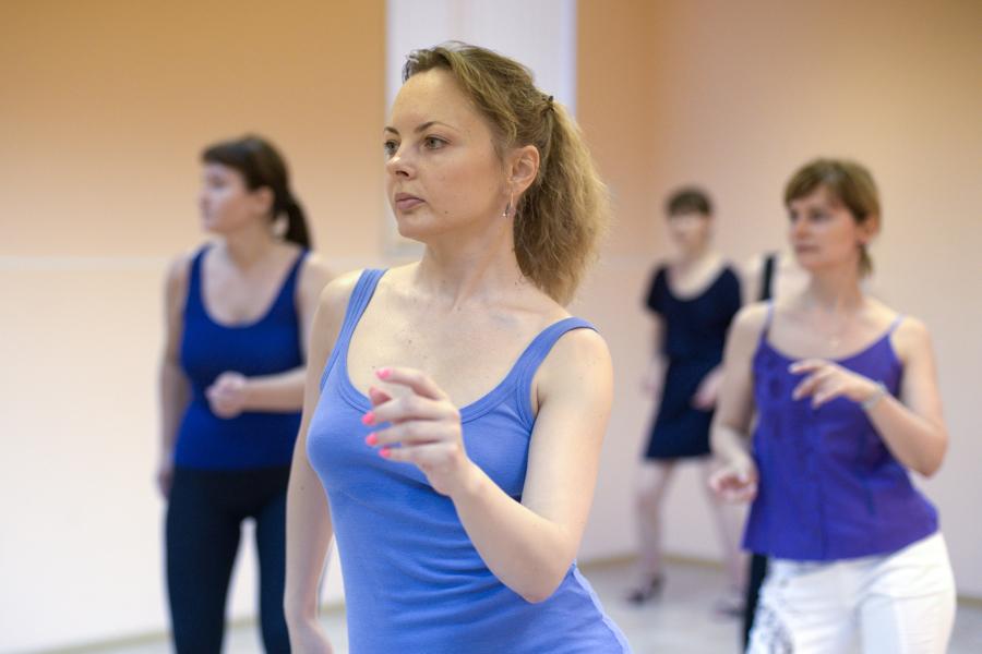 Уроки в школе танцев групоповое занятие