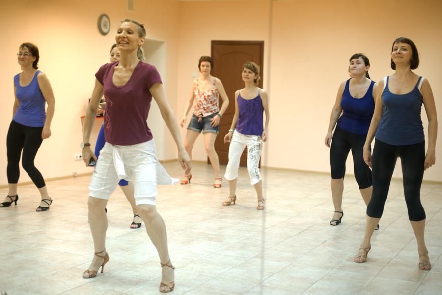Занятие в школе танцев